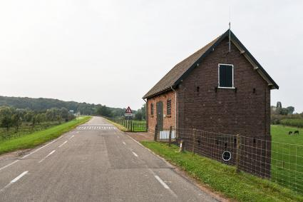 Dijkmagazijn langs de Grebbedijk bij Rhenen. © Bert van As