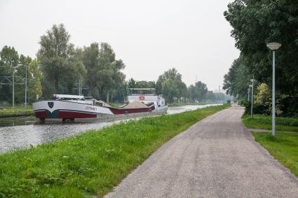 Het Jaagpad in Rijswijk langs het Rijn-Schiekanaal (de Vliet). © Bert van As