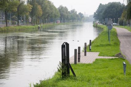 Rolpaal langs het Rijn-Schiekanaal (de Vliet). Jaagpad, Rijswijk. © Bert van As