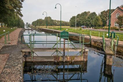 Sluis in het Apeldoornsch Kanaal. © Bert van As