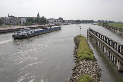 Gezicht op Zutphen vanaf de Oude IJsselbrug. © RCE, Bert van As