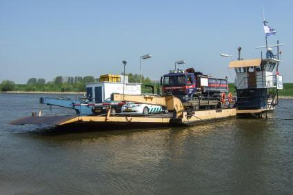 Veer Doornenburg-Pannerden over het Pannerdensch kanaal. © RCE, Bert van As