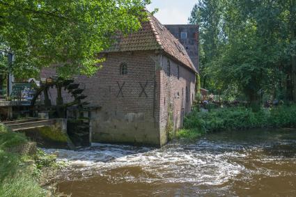 Watermolen Berenschot, Klandersweg, Woold. Gebouwd in 1652. Oorspronkelijk een dubbele molen (koren © Rijksdienst voor het Cultureel Erfgoed
