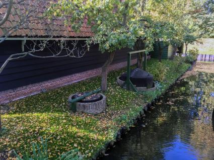 Brongasketel bij een huis in Andijk. Zuiderzeemuseum © B. van Veen