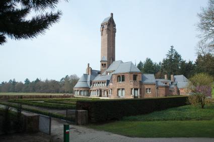 Jachthuis Sint-Hubertus in het Nationaal Park De Hoge Veluwe © Nanette de Jong, RCE