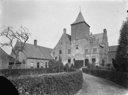 Kasteel De Blauwe Camer bij Oosterhout. Sinds 1412 in gebruik als klooster. Tegenwoordig is in het kasteel kloostergemeenschap Sint-Catharinadal gevestigd. © RCE
